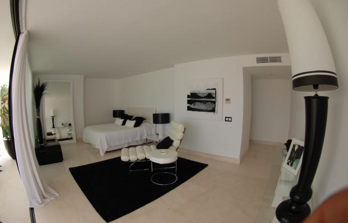 Modern zeven slaapkamer villa te koop in Vista Alegre