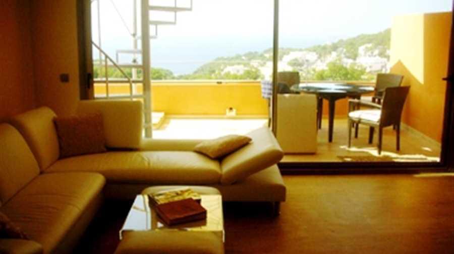 Mooie penthouse te koop met een prachtig uitzicht in Sant Josep Cala Carbo
