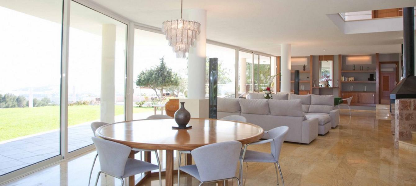 Luxe villa met een uniek uitzicht op Ibiza