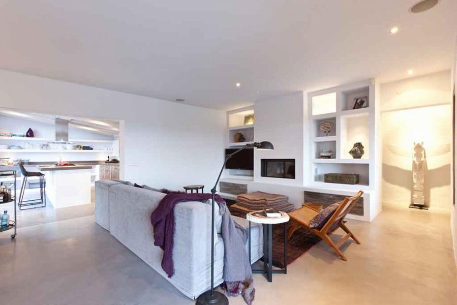Luxe villa in Cubells met uitzicht op zee te koop