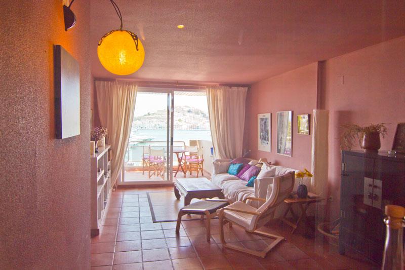 Dit mooie 2 slaapkamer appartement op de zeedijk te koop