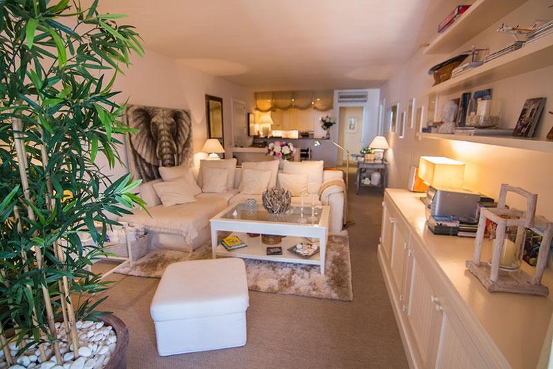Dit mooie 3 slaapkamer appartement te koop in Marina Botafoch