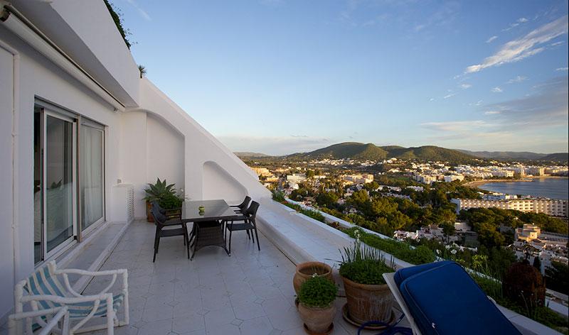Ruim 2 slaapkamer appartement in Santa Eulalia Siesta koop