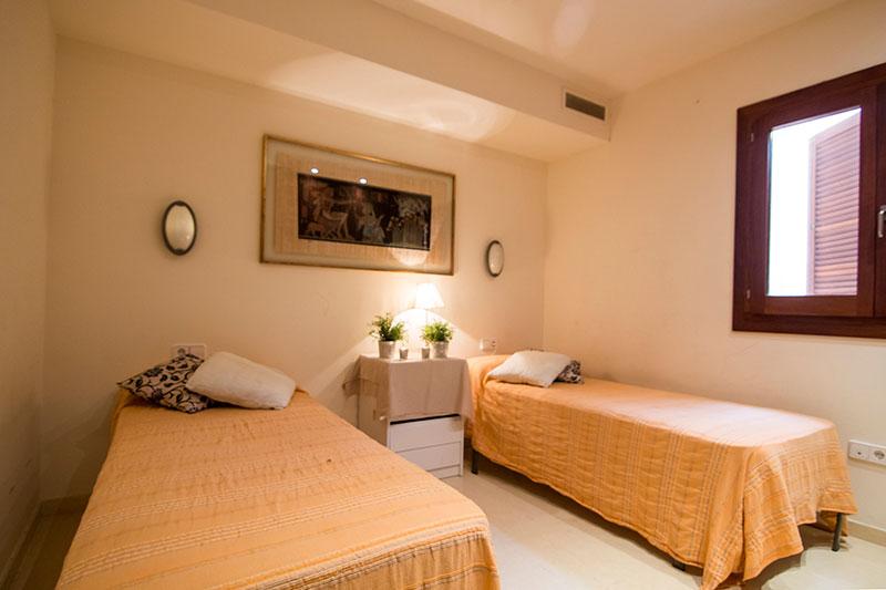 Ruim appartement in Playa d'en Bossa te koop