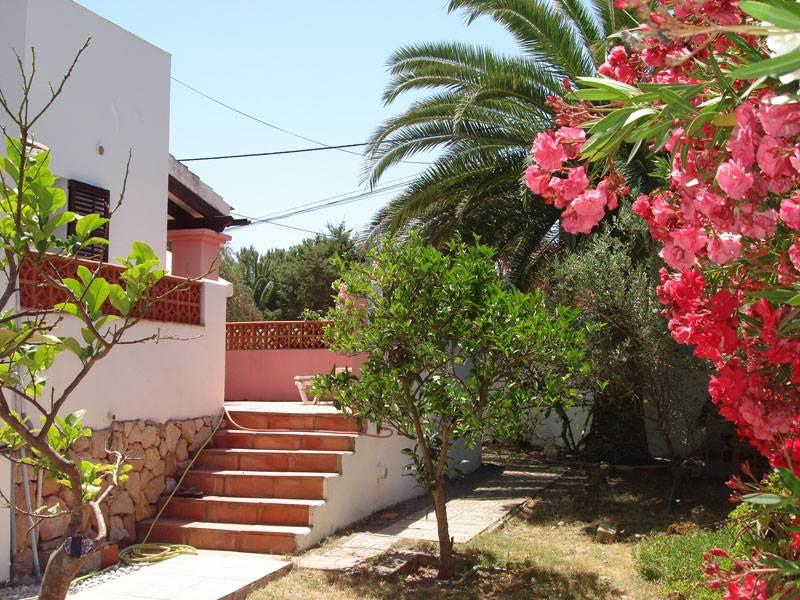 Dit mooie huis met twee slaapkamers in Cala de Bou te koop