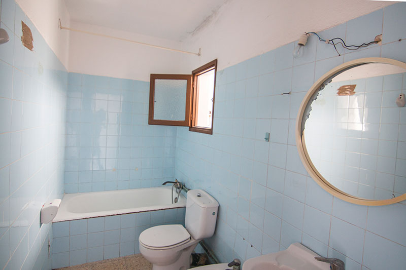 Dit prachtige appartement met twee slaapkamers in de stad Ibiza is te koop