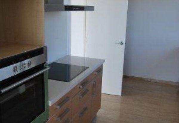 Ruim drie slaapkamer penthouse te koop in Marina Botafoch