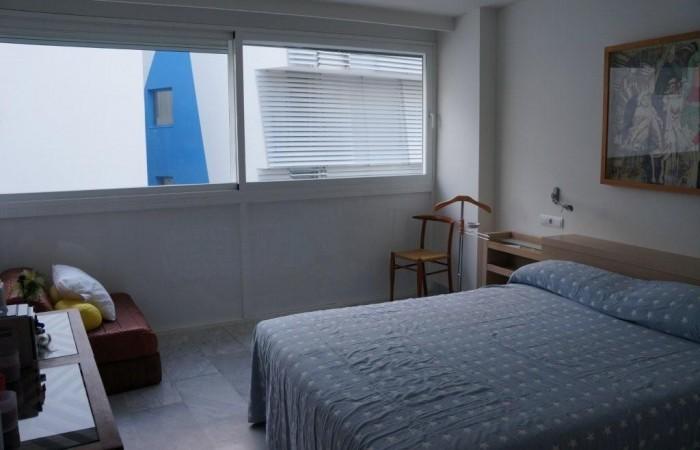 Twee slaapkamer appartement te koop in Miramar Building