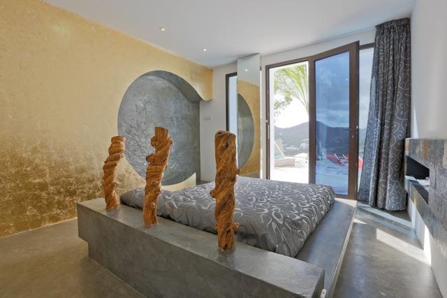 Unieke villa te koop in Cala Llonga