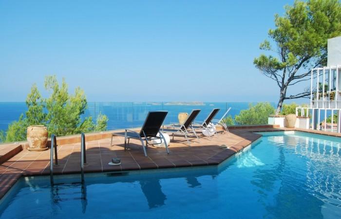 Vier slaapkamers huis te koop in de buurt van het strand in Cala Moli