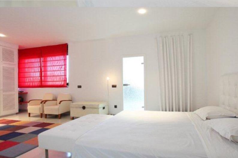 Zeer mooie villa met 7 kamers is gelegen in de buurt van Cala Tarida
