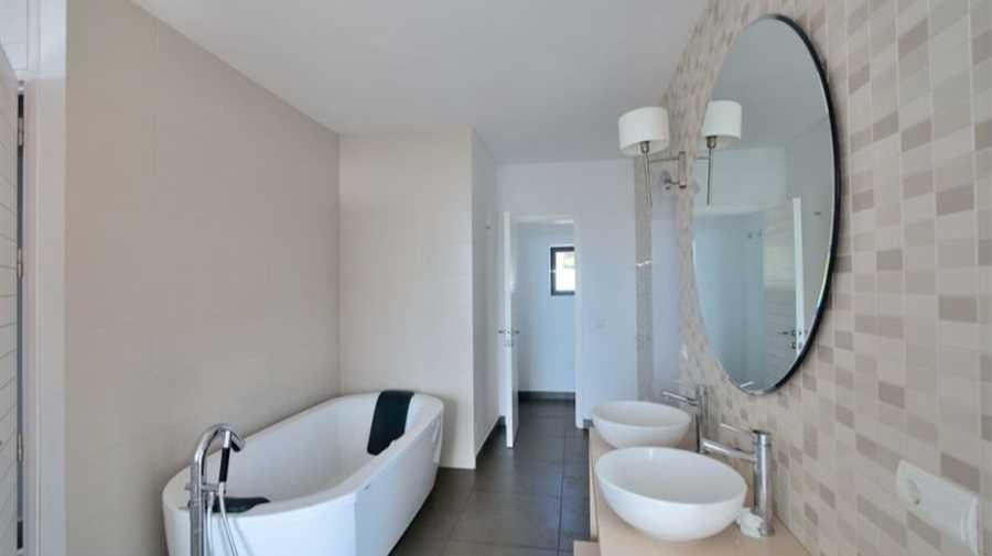 Modern huis te koop tussen Cala Bassa en Cala Conta