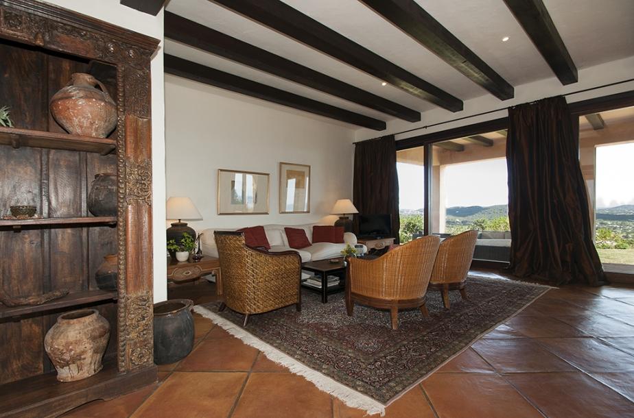 Luxe villa hoog in de bergen met land en uitzicht op zee