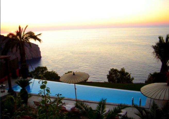 Luxe villa in San Miquell met prachtig uitzicht op zee