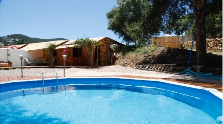 Twee huizen in een zeer centrale gebied van Santa Eulalia