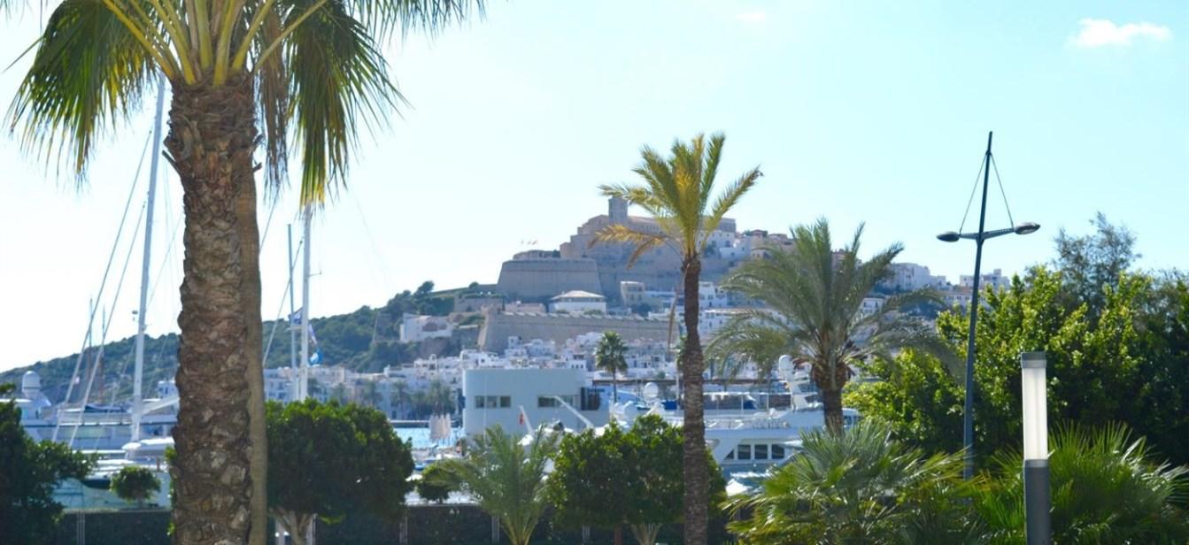 Modern appartement met een prachtig uitzicht in Marina Botafoch met een prachtig uitzicht