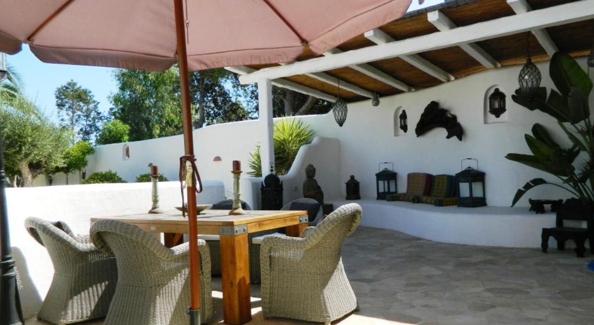 Huis met 3 pensions een studio in het zonnige prive-locatie
