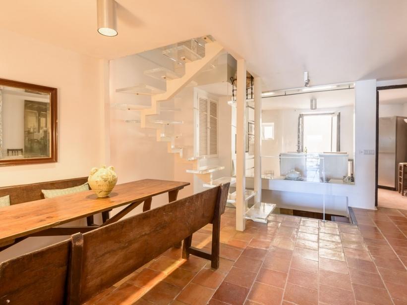 Groot gerenoveerd appartement met uitzicht op Ibiza de haven en het kasteel