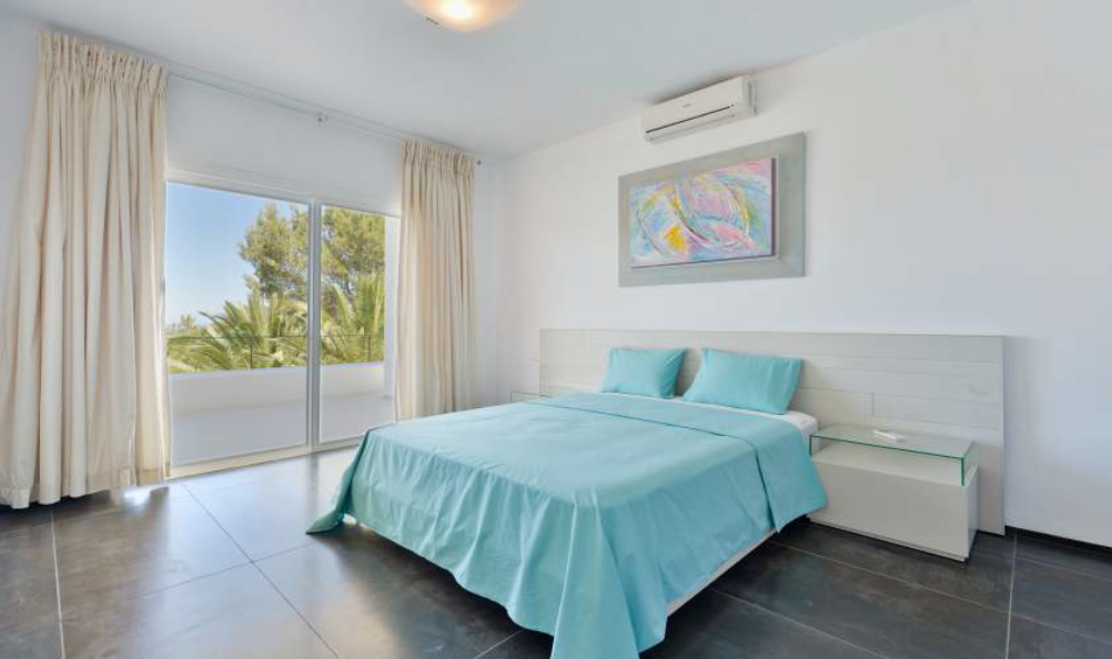 Moderne villa aan de westkust van Cala Tarida