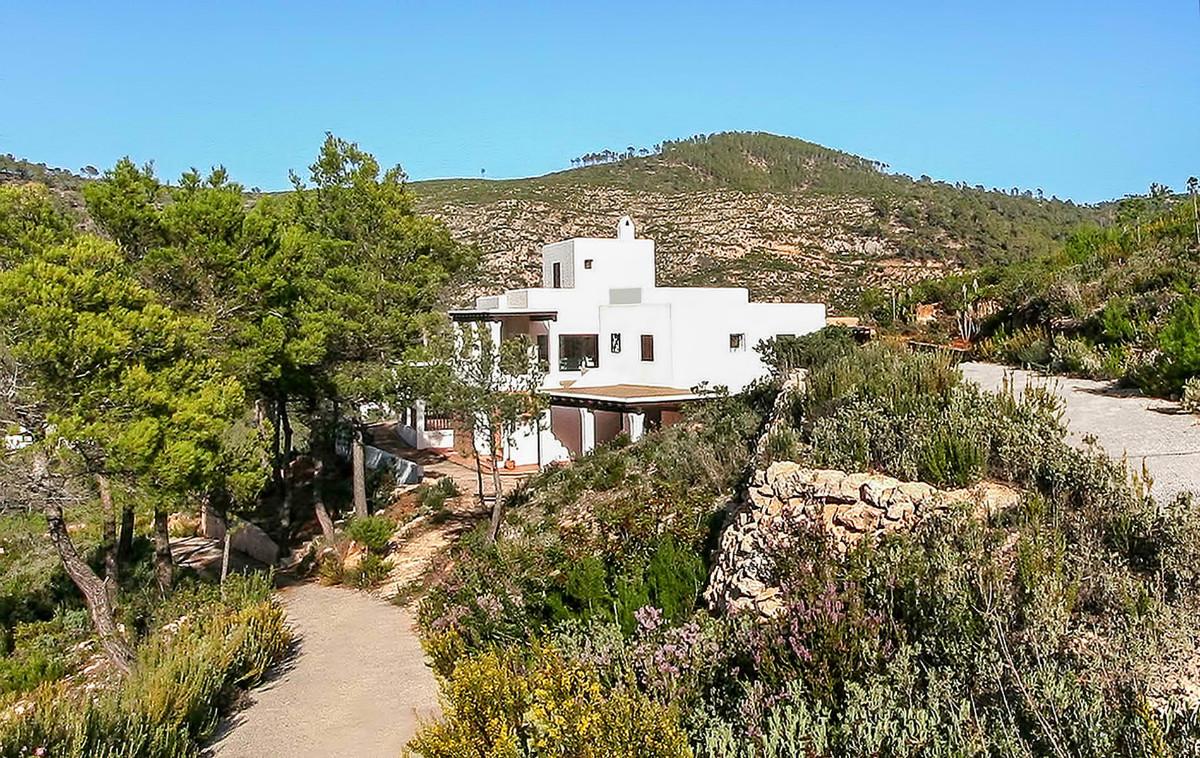 Villa met zeezicht in een Benirras met toegang tot de zee