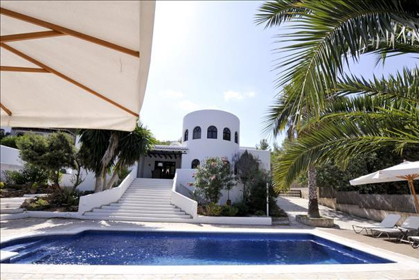 Charmante villa te koop in San Augustin met een ronde toren