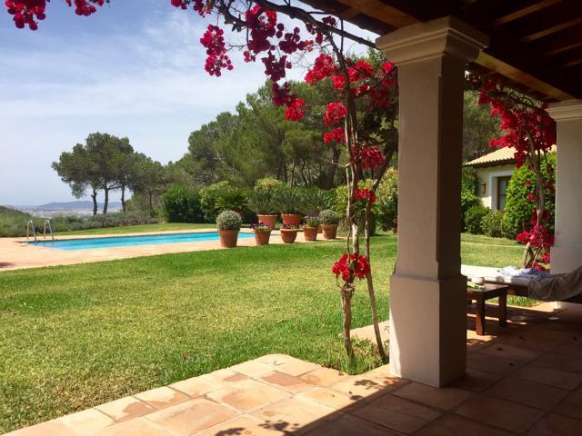 Luxe villa tussen Ibiza en Santa Eulalia