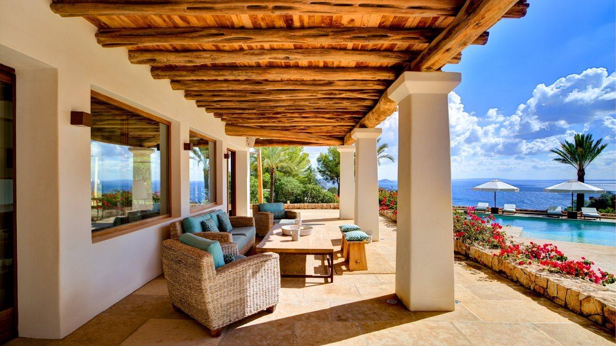 Luxe villa in Es Cubells met uitzonderlijk uitzicht