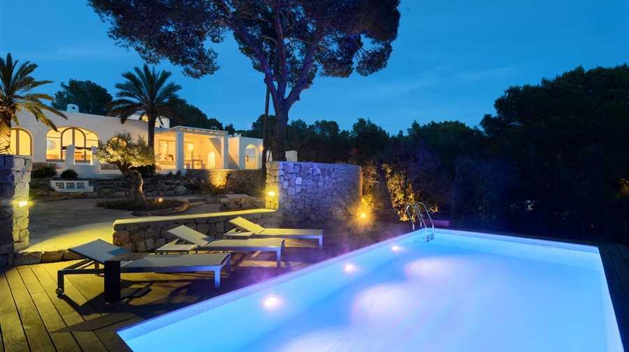 Prachtig gerenoveerde villa met uitzicht op zee in Ibiza Cala Conta