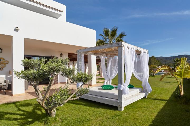 Grote 5 slaapkamer villa te koop in de buurt van Ibiza Town