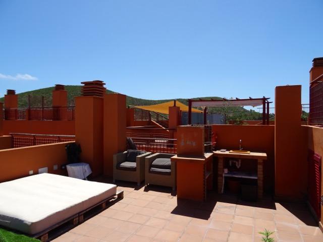 Mooie penthouse met uitzicht op het platteland en prive zwembad