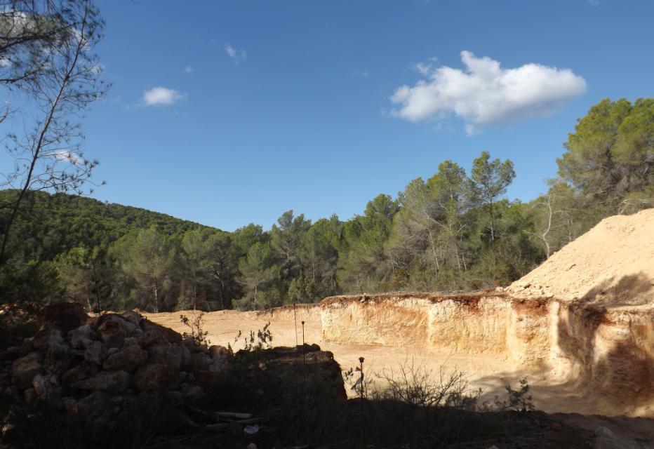 Perceel van 40000m2 met vergunning in Porroig voor een villa met een woonoppervlak van 500m2