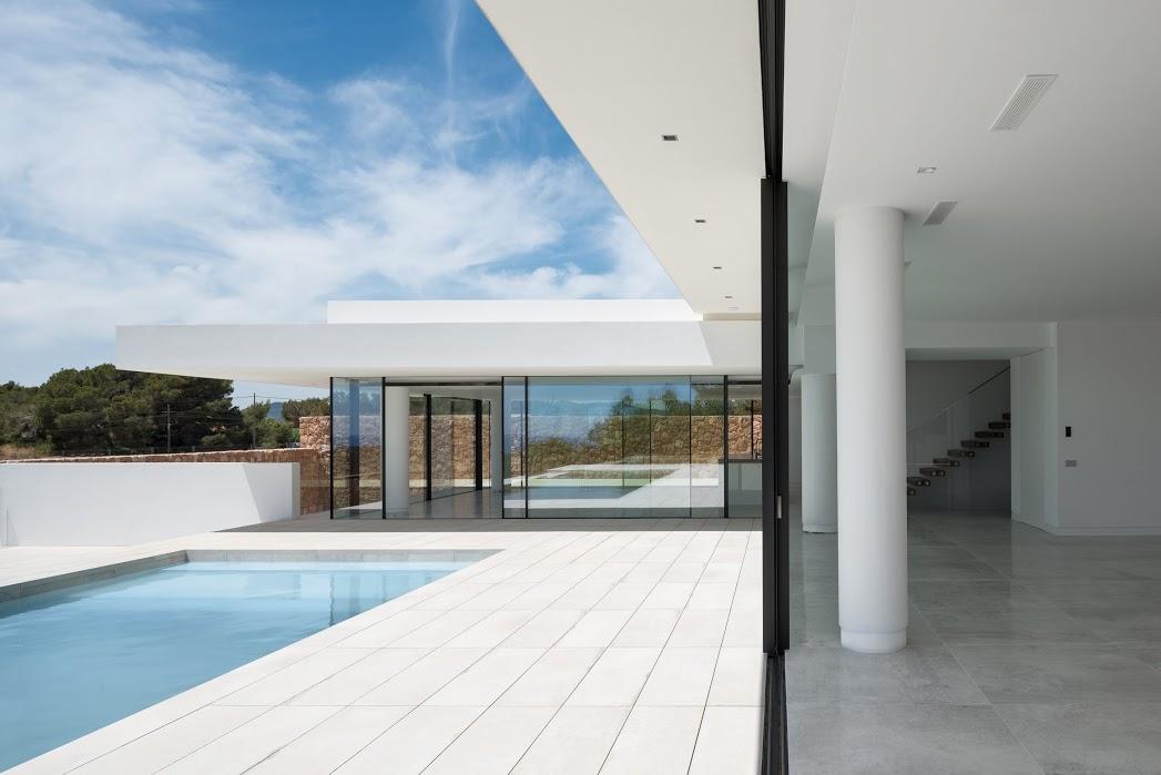 Exclusieve villa in een privéresidentie met uitzicht op zee