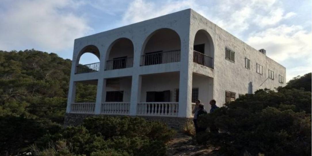 Huis te koop eerste lijn van de zee in het noorden van Ibiza