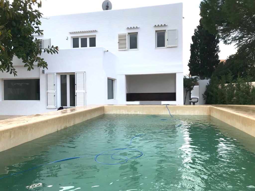 Charmant huis in Cala de Bou op slechts 350 meter van het zandstrand