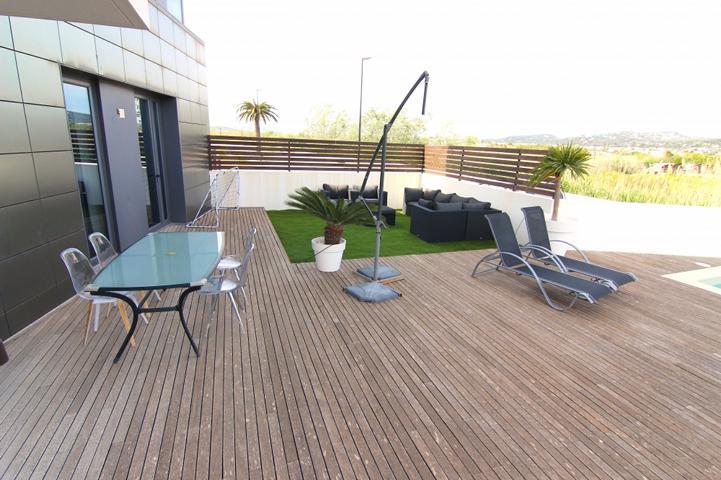 Zeer mooi appartement op de begane grond met 117 m2 en privézwembad