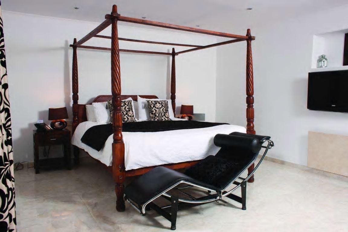 Traditioneel ingerichte villa met 6 slaapkamers te koop