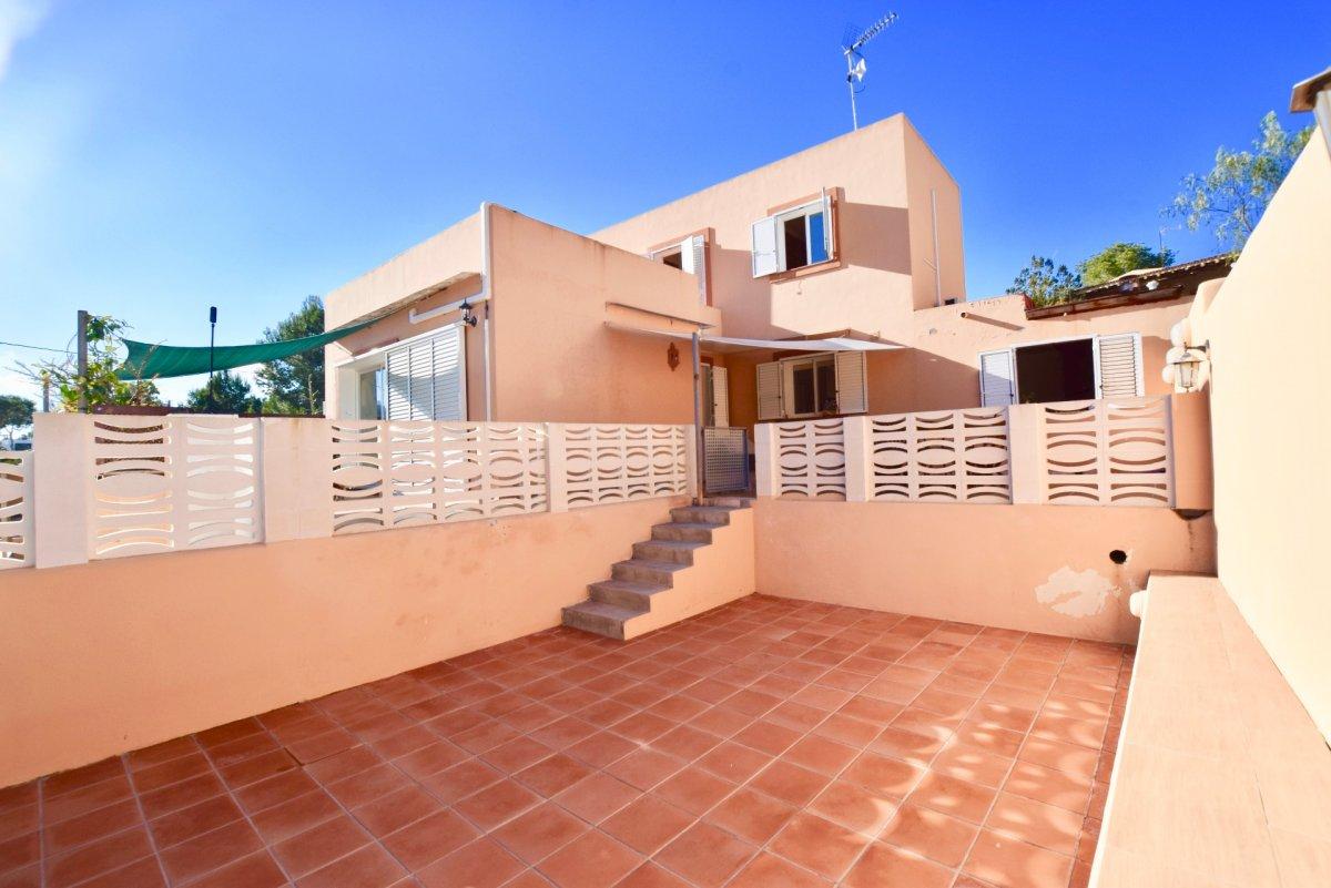 Huis te koop op slechts 10 meter van het strand