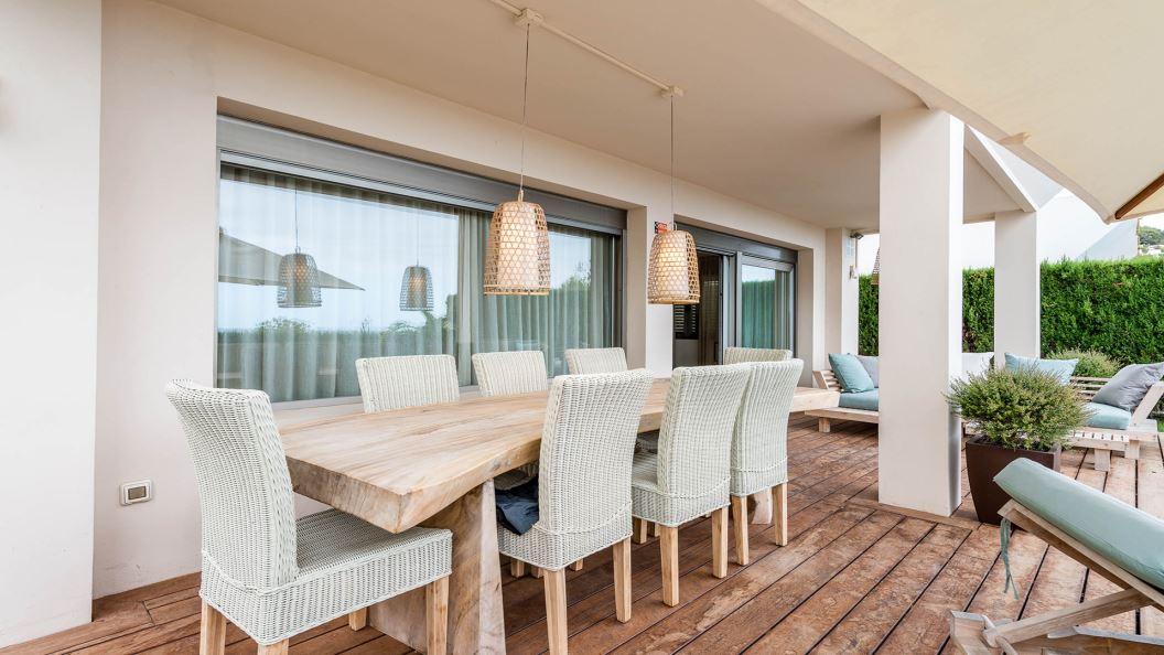 Moderne villa met 4 slaapkamers en een verhuurlicentie voor toeristen op Ibiza