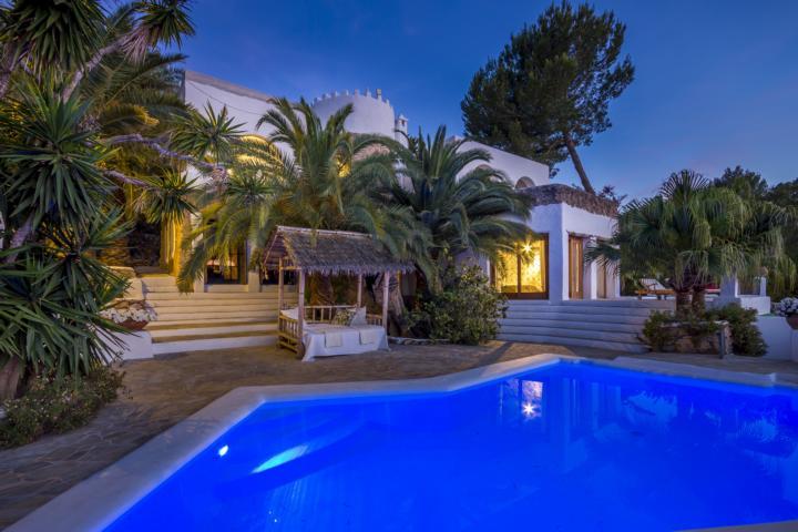 Geweldige finca in de buurt van Ibiza met een fantastisch uitzicht