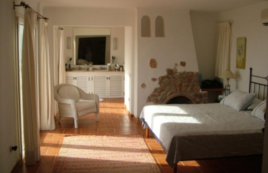 Charmante en onlangs hervormde villa in Cala Salada