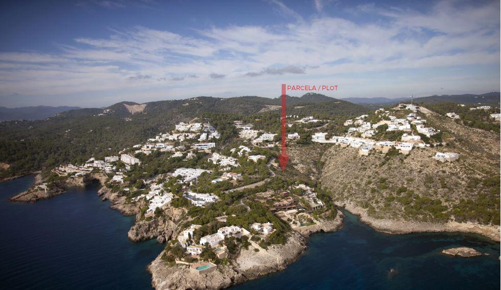 Stedelijke van 2000m2 op de eerste regel naar de zee in Roca Ilisa met vergunning
