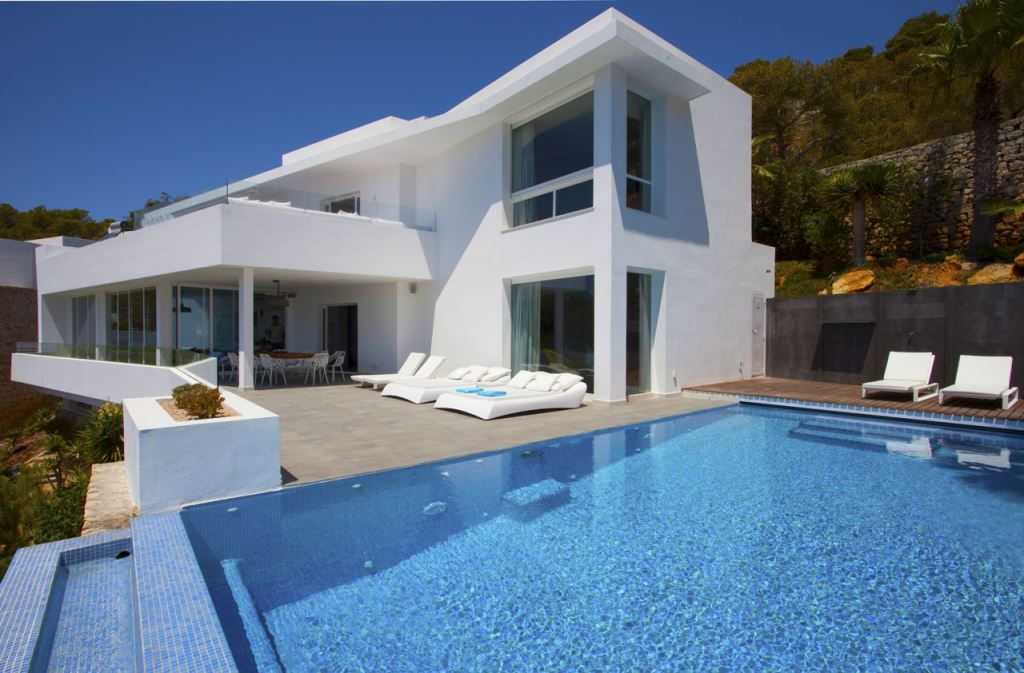 Exclusieve vrijstaande villa met 360 m² woonoppervlak met een onvergetelijk uitzicht op zee