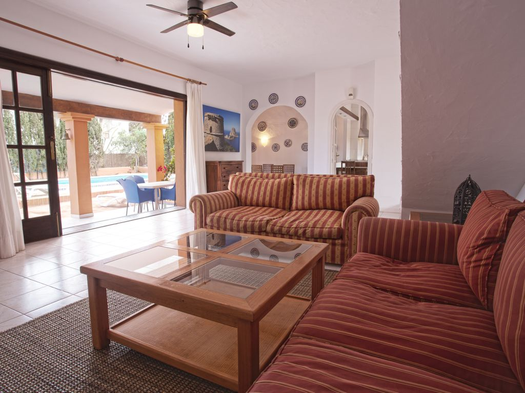 Mooie woning gelegen op een heuvel in de buurt van Cala Jondal