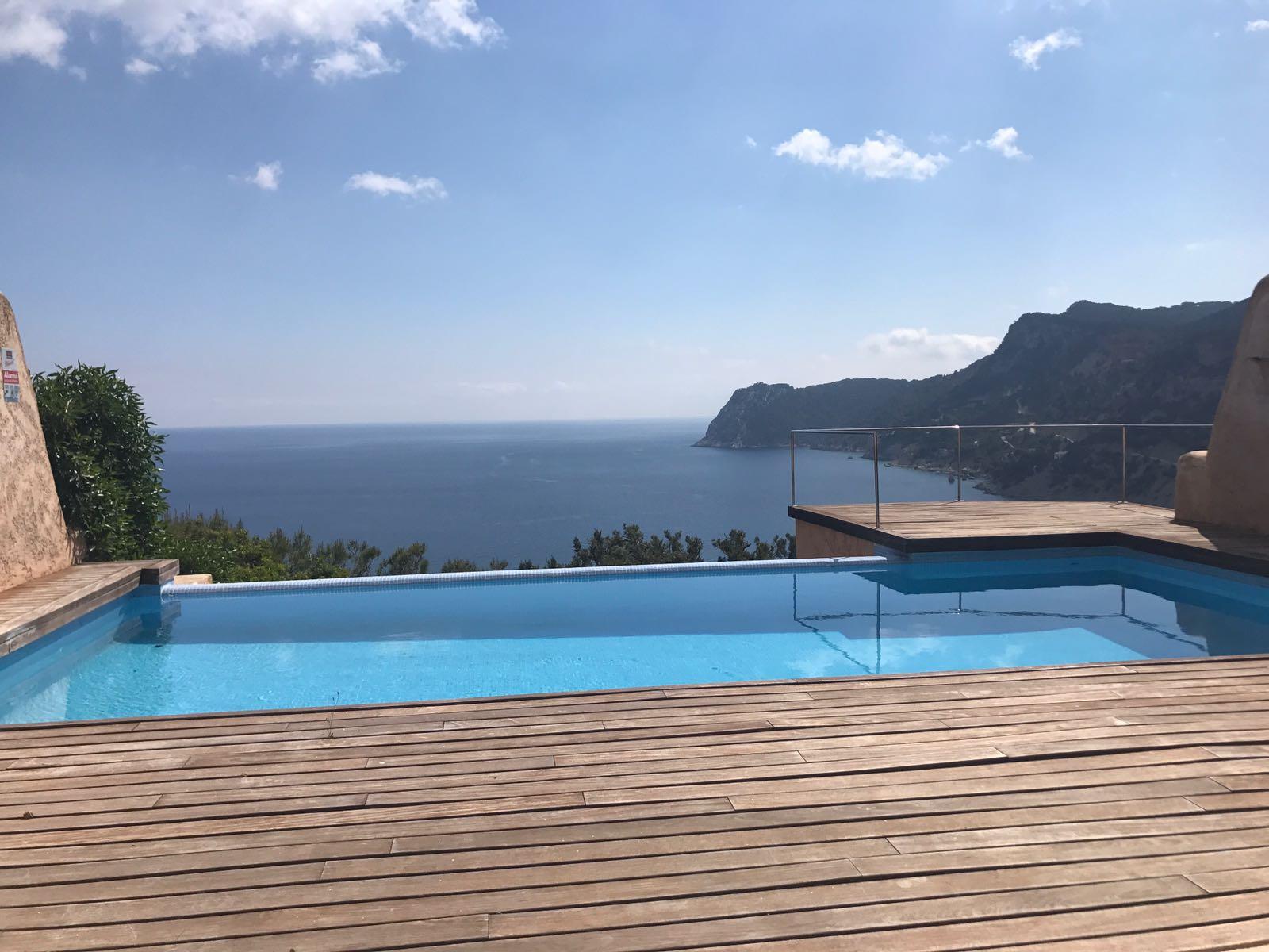 Huis met een adembenemend uitzicht over de baai en de zee in Es Cubells