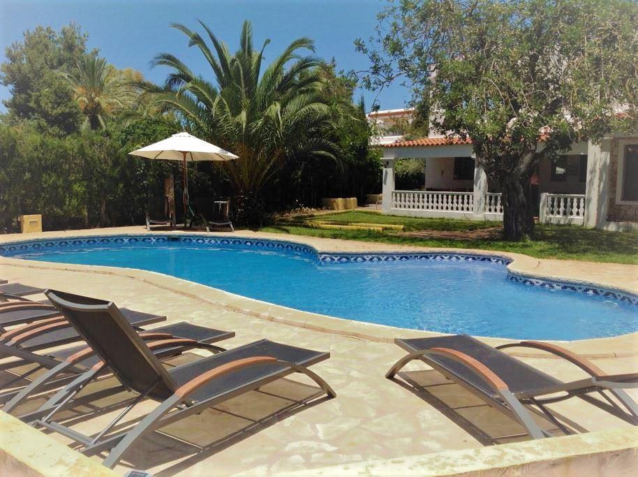 Fantastische villa met toeristische licentie te koop op 5 minuten van Ibiza-stad
