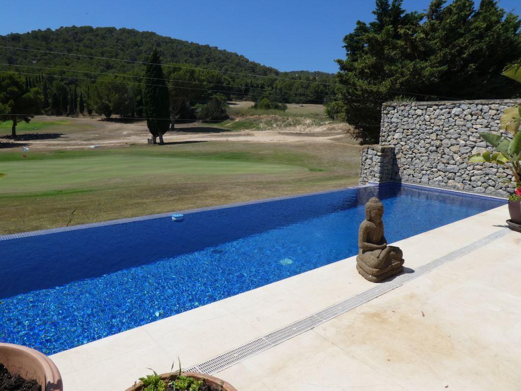 Rijtjeshuis op de golfbaan van Roca Llisa