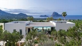 Een prachtige villa ..... uniek op Ibiza ... Cala Carbo