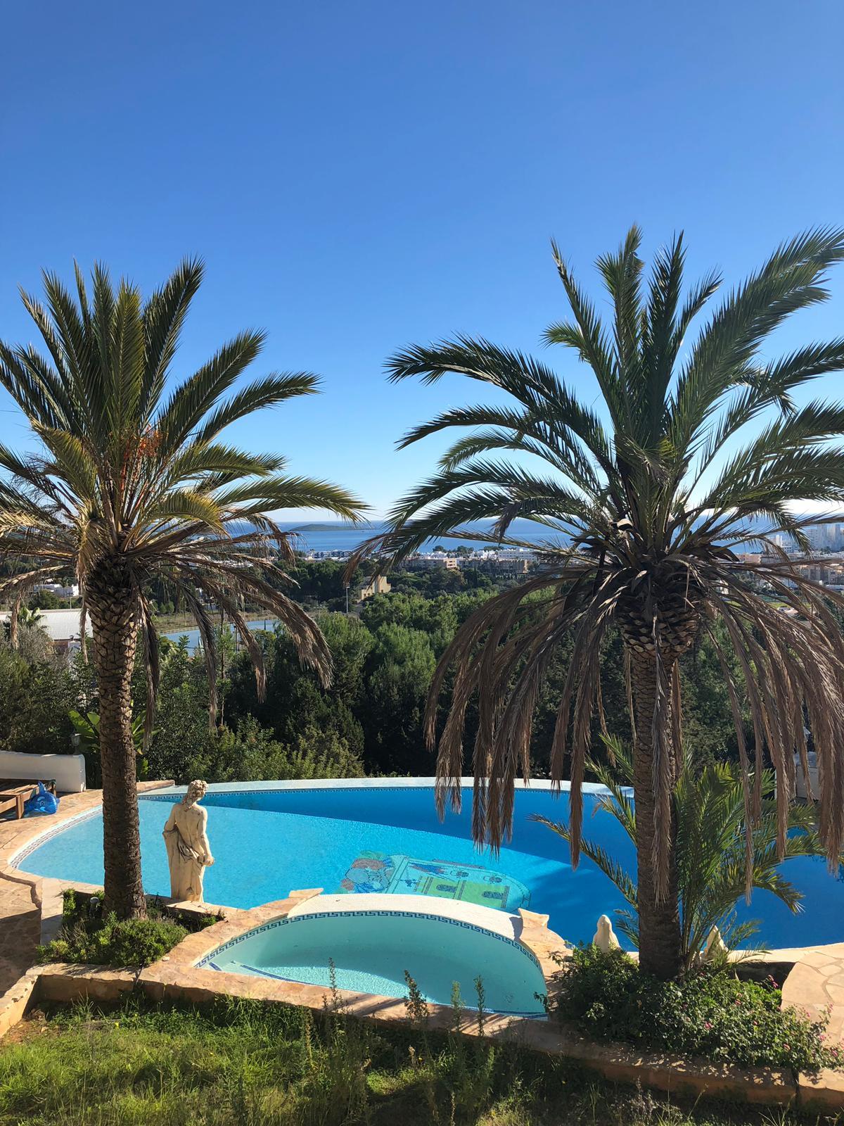 Villa met fantastisch uitzicht op zee op loopafstand van Santa Eulalia
