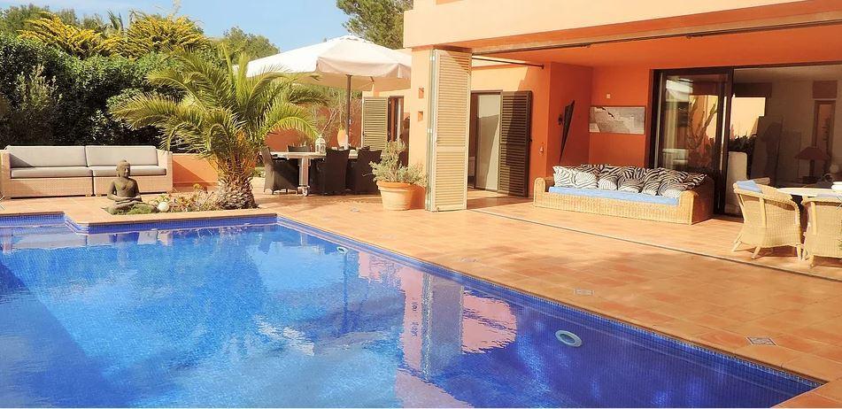 Moderne villa te koop in Caló den real met een prachtig uitzicht