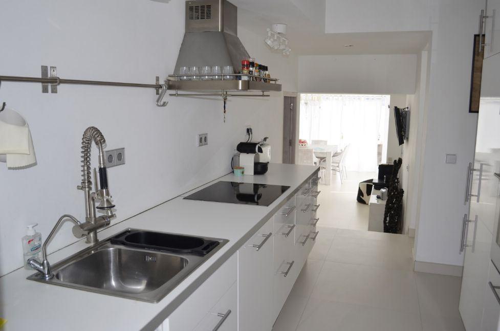Moderne villa met spectaculair uitzicht op zee en uitzicht op Es Vedra te koop